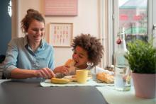 moment de partage avec nounou - shared childcare